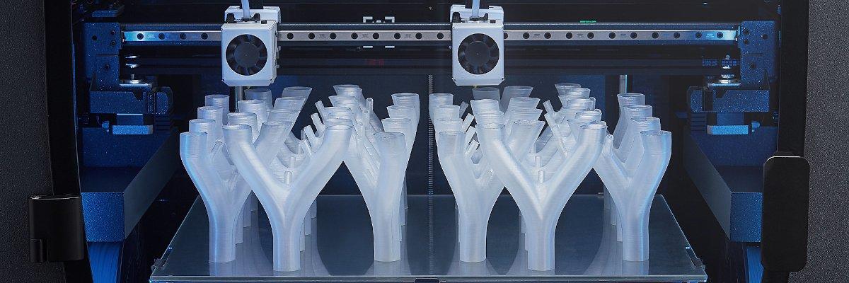 The BCN3D epsilon printing multiple parts at once